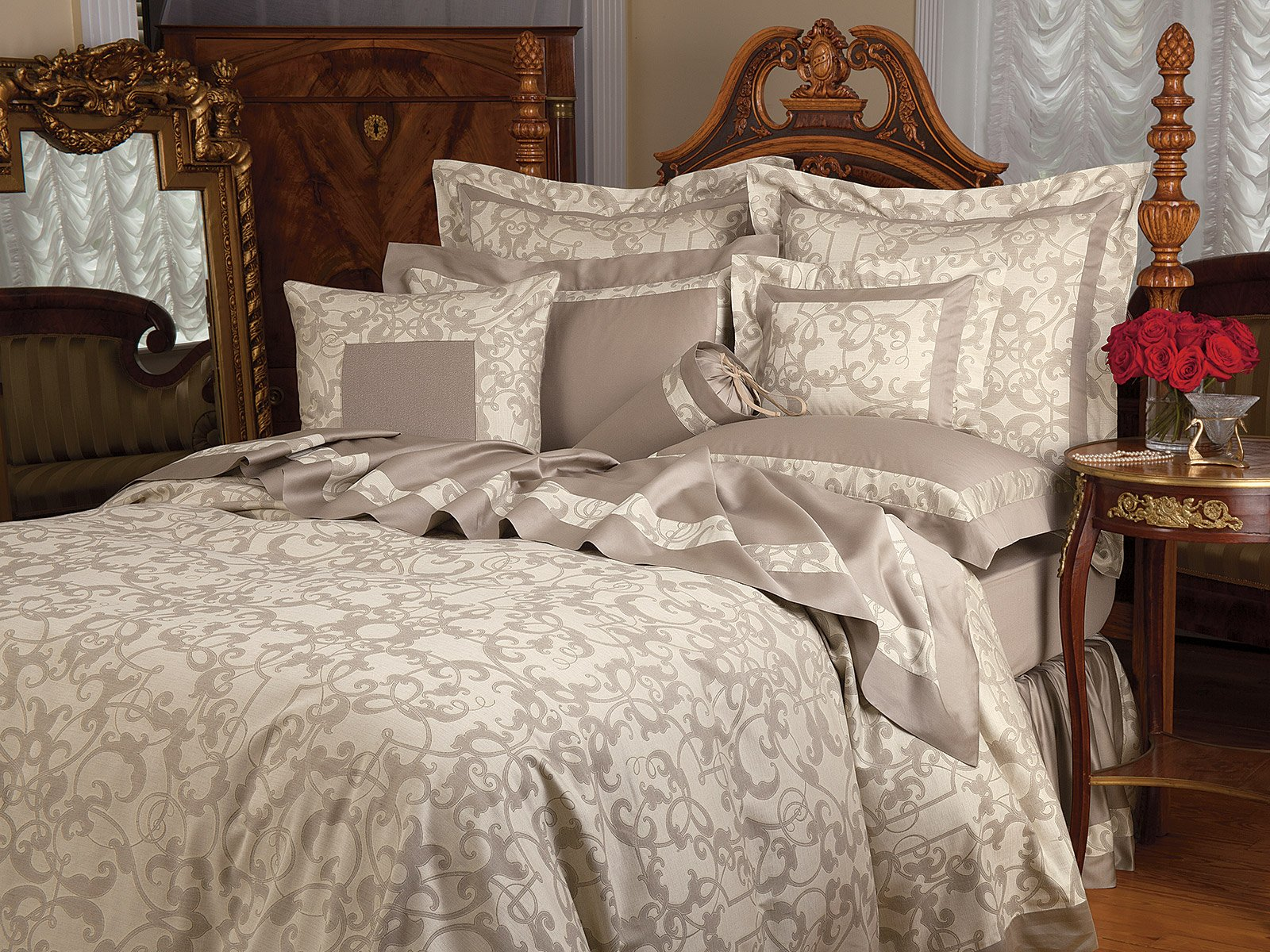 Royalty_Taupe_0490.jpg