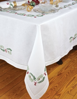 Holly Days Table Linens