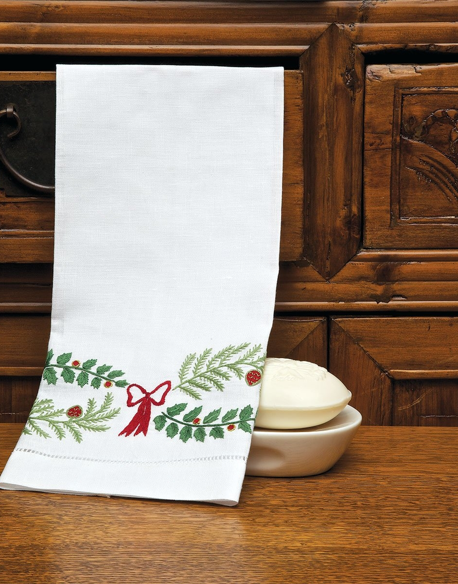 Holly Days Guest Towels