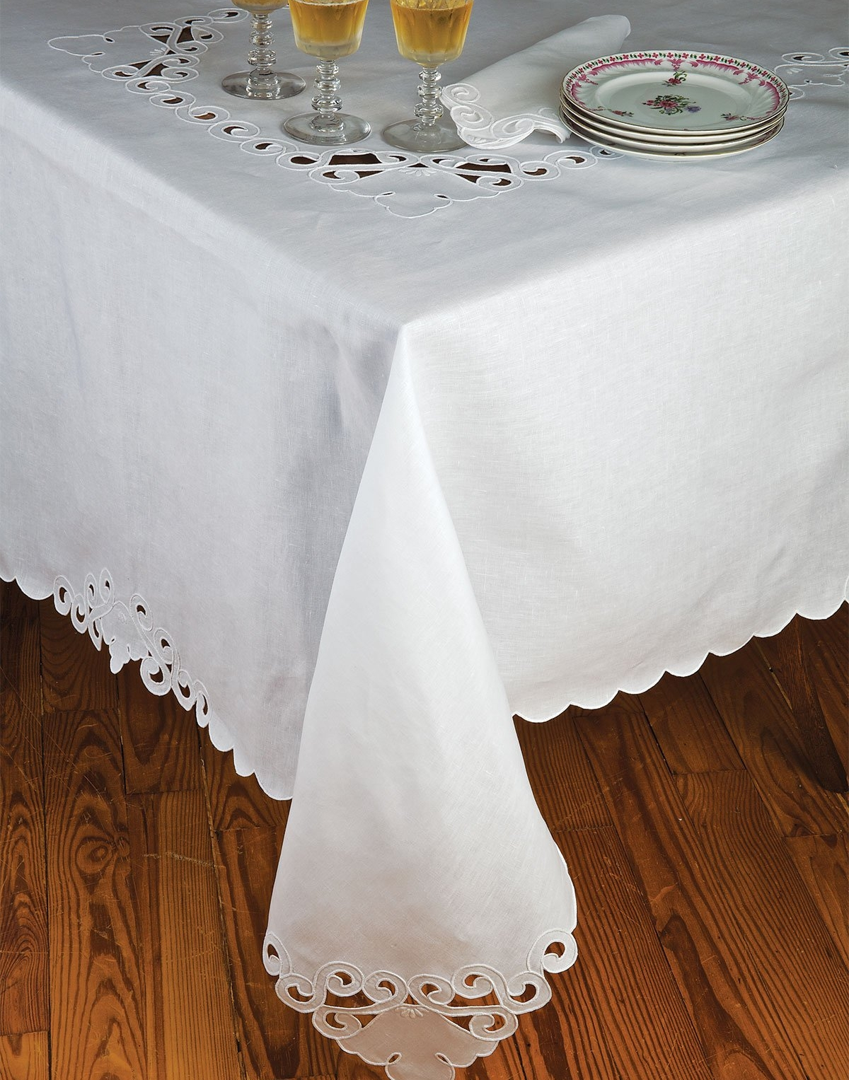 Roma Table Linens